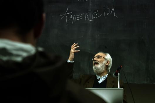Luz, forma, acto y símbolo, una conversación con Alberto Cruz