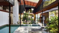Mitti Street House / James Russell Architect