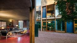 Casa 239  / UNA Arquitetos