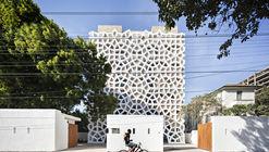 Tudor Apartments / Urko Sanchez Architects