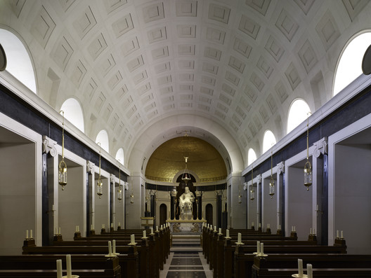 An Oratory in the South of England: The Nave and Sanctuary, by Craig Hamilton Architects (consecrated 2015). Image © Paul Highnam