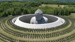 Tadao Ando envuelve una estatua gigante de Buda con un templo cubierto de lavanda