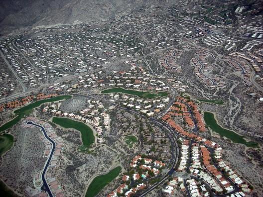 Houses in Tucson, Arizona. Image <a href='https://www.flickr.com/photos/daquellamanera/446405917'>via Flickr user daquellamanera</a> in public domain