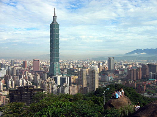 © <a href='https://commons.wikimedia.org/wiki/File:Taipei_101_from_afar.jpg'> Wikimedia user peellden</a> licensed under <ahref='https://creativecommons.org/licenses/by-sa/3.0/deed.en'>CC BY-SA 3.0</a>