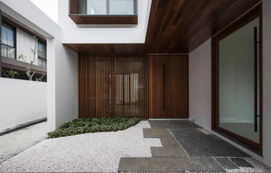 Main Door. Image Courtesy of Ming Architects
