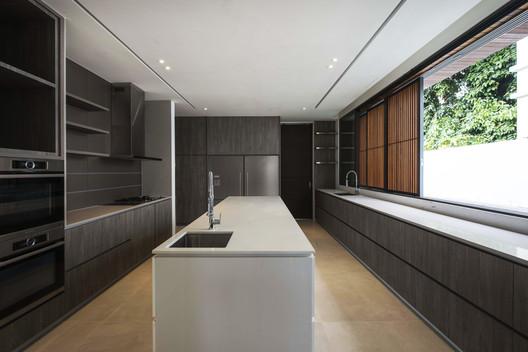 Kitchen. Image Courtesy of Ming Architects