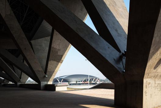 V-shaped columns. Image © Zhang Yong