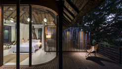 Architecture brio tree house tala india 31 exterior view front view overlooking the upper deck and bed evening shot