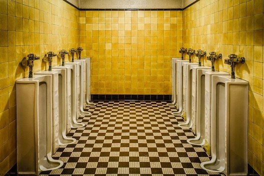 Men's room at The Fabulous Fox Theatre in St. Louis. Image <a href='http://ift.tt/2v1tGBa Reddit user heff66</a>