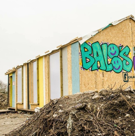 The Calais Builds Project / Grainne Hassett with students from University of Limerick. Image Courtesy of Design Museum