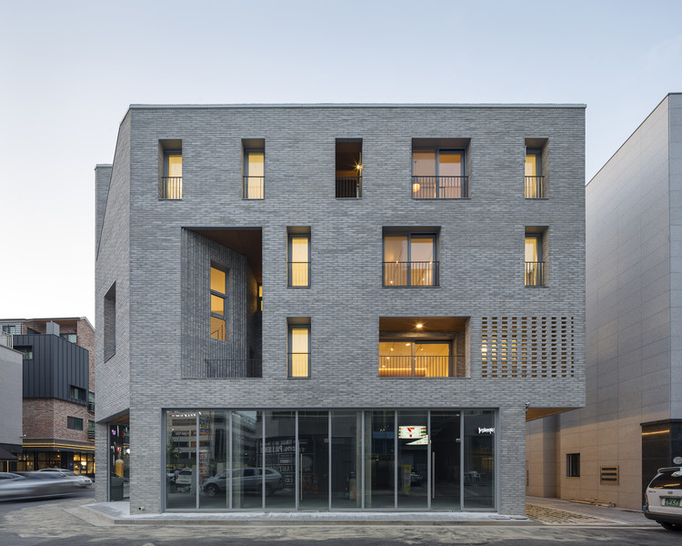 Guwol multi family house commercial stores seoga for Multi family architecture