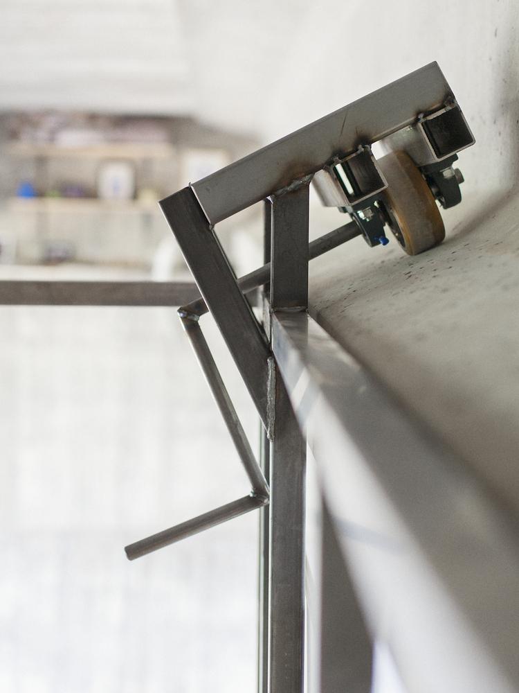 Hidden Studio Beneath a Busy Bridge Provides Creative Solitude for Its Designer,© Jose Manuel Pedrajas