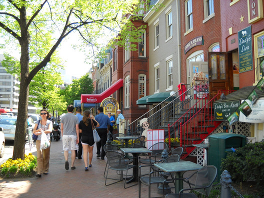A walkable street in Washington, DC. Image © <a href='https://www.flickr.com/photos/dewita-soeharjono/4558849693'>Flickr user dewita-soeharjono</a> licensed under <a href='https://creativecommons.org/licenses/by/2.0/'>CC BY 2.0</a>