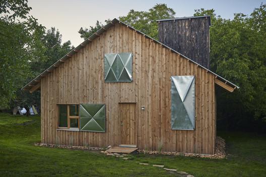 The Graphic Designer?s House / Architecture Uncomfortable Workshop