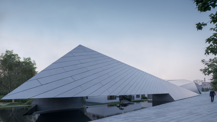 Wenzhou Central Park Culture Club / Lacime Architects, Exterior. Image Courtesy of Xingzhi Architecture