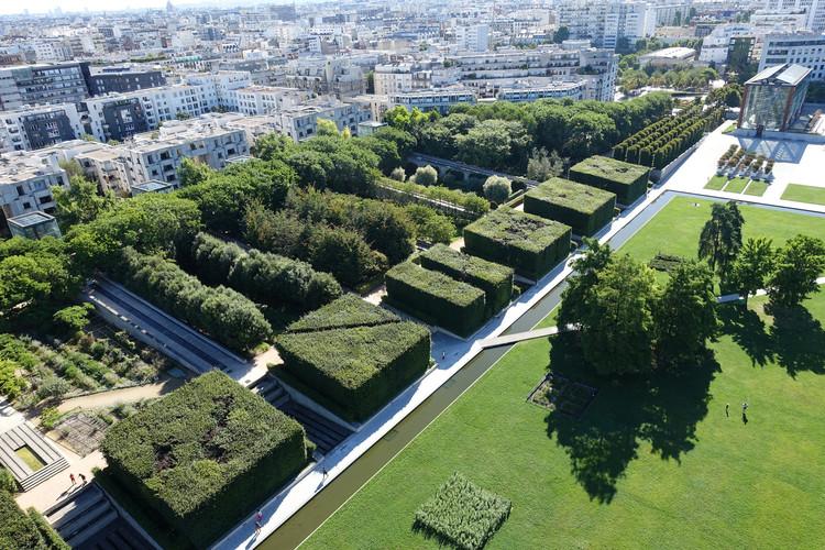 AD Classics: Parc Andre Citroen / Alain Provost, via Wikimedia