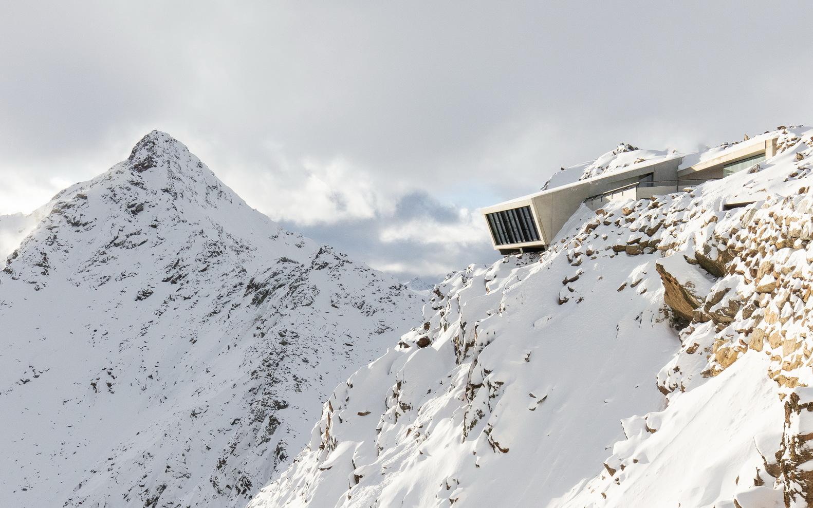 007 ELEMENTS - James Bond Cinematic Installation / Obermoser arch-omo ZT GmbH