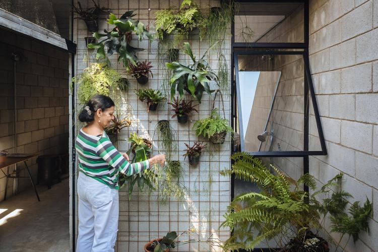 Socially-Organized Housing: Design That Establishes Emotional Ownership, Vila Matilde House / Terra e Tuma Arquitetos Associados. Image © Pedro Kok