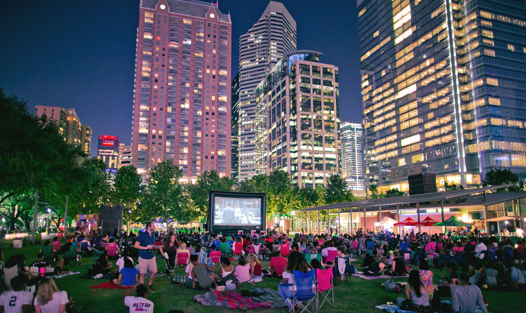 What Makes a Great Public Place?, A crowd of locals watch a movie at Discovery Green, Houston, TX, USA. Image Courtesy of PPS