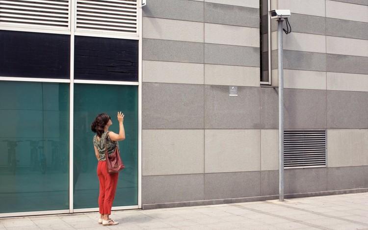 Designing Freedom / Luigi Prestinenza Puglisi for the Shenzhen Biennale (UABB) 2019, A woman interacts with a surveillance camera © MARCUS BASTEL