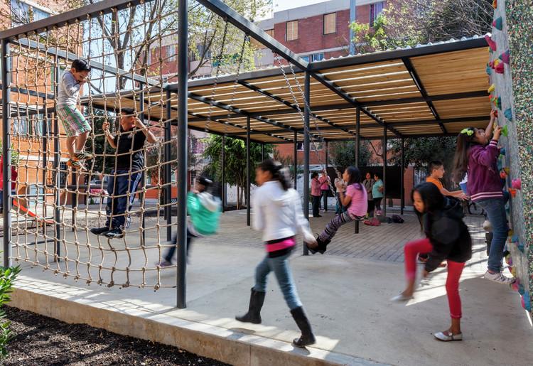 11 Rules to Follow When Creating Vibrant Public Spaces, Common Unity / Rozana Montiel | Estudio de Arquitectura. Image © Sandra Pereznieto