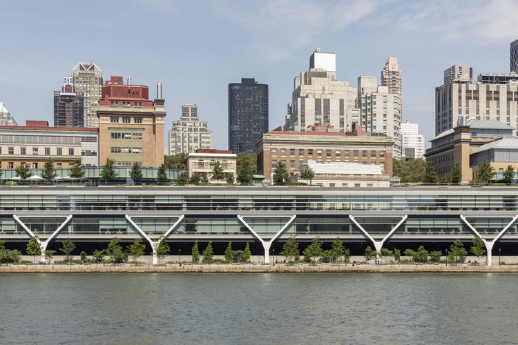 Assessing Resiliency and Risk: We Can't Save It All, Waterfront Esplanade, The Stavros-Niarchos Foundation, David Rockefeller River Campus, Rockefeller University.. Image Courtesy of MNLA