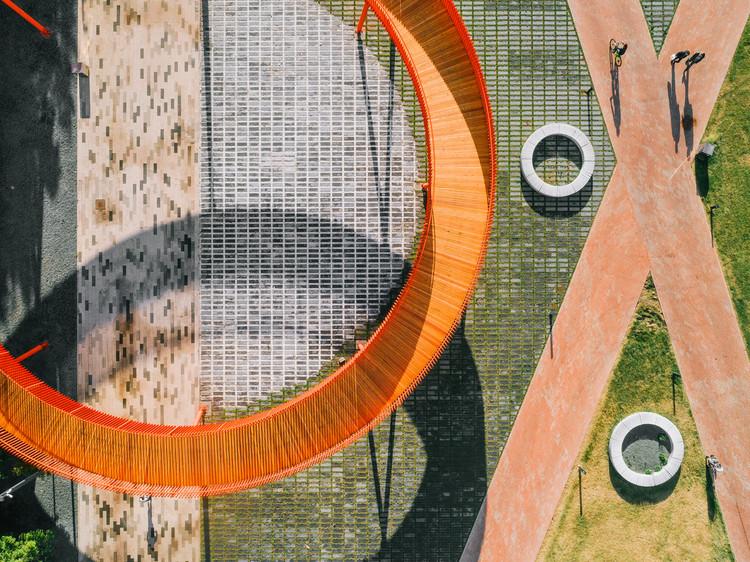 How to Choose Pavements for High-Traffic Public Spaces , Azatlyk - Praça Central de Naberezhnye Chelny / DROM. Image © Dmitry Chebanenko