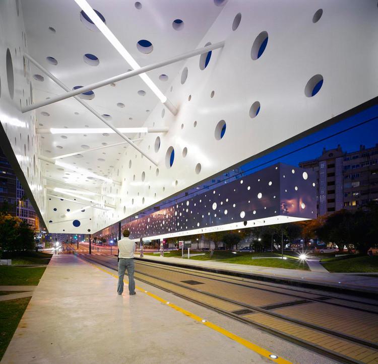 Should Cities Make Public Transport Free?, Tram stop in Alicante / Subarquitectura. Image © Subarquitectura
