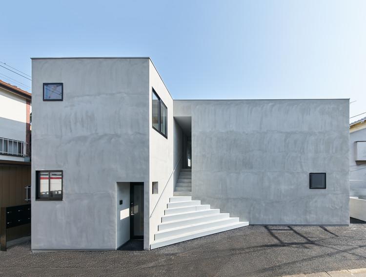 Two Apartment Buildings Around a Roji Park / SO&CO, © Hayato Wakabayashi