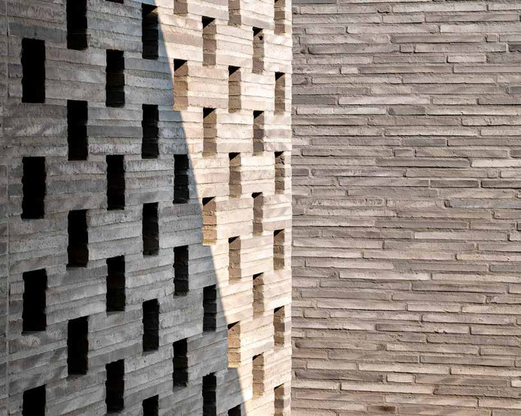 Long Format Bricks: Shaping Distinctive Facades, Villa Peer