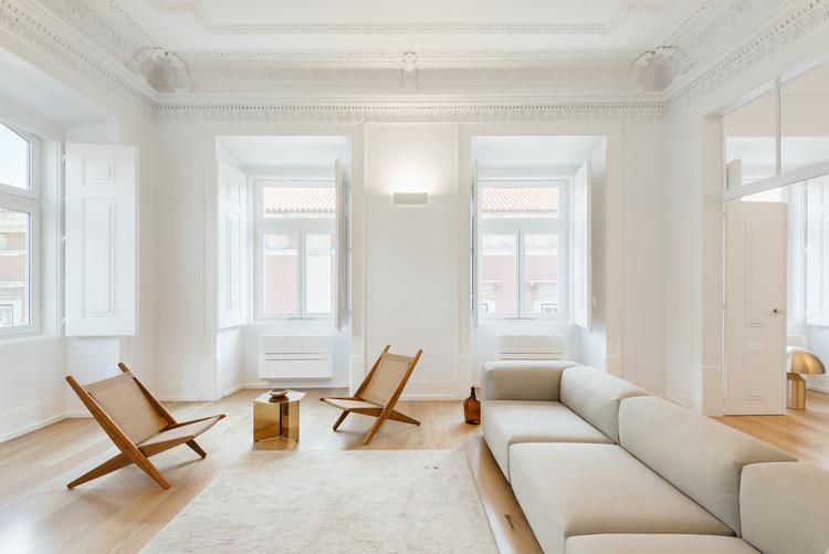 Outstanding Furniture in 14 Residential Interiors, Apartment in Largo do Carmo / Aurora Arquitectos. Image: © do mal o menos