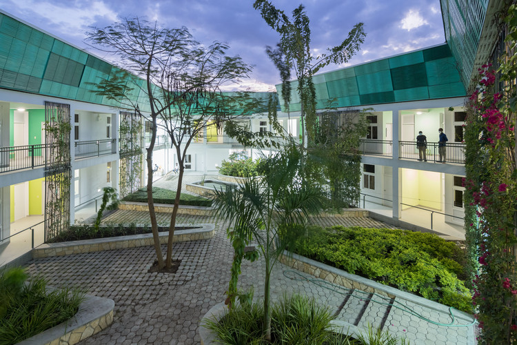 Infectious Disease Mitigation: 9 Healthcare Facilities Designed by MASS, GHESKIO Tuberculosis Hospital . Image © Iwan Baan