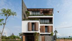 Trung Villa  / EVITArchitecture