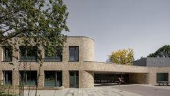 SO Fier School  / EVA architecten