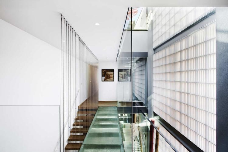Glamorous Glass Bricks Are Booming – Again, Family House in Barcelona / Ferrolan LAB. Image © Raimon Sola Casacuberta