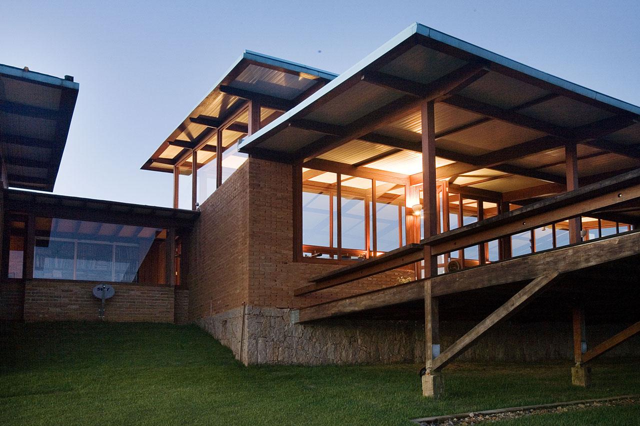 Galeria de casa em morungaba base 3 arquitetos 4 for Formas de techos para casas