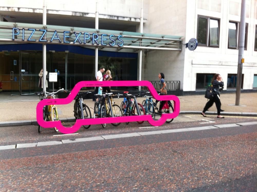Onde cabe um carro cabem 10 bicicletas / Londres - Inglaterra
