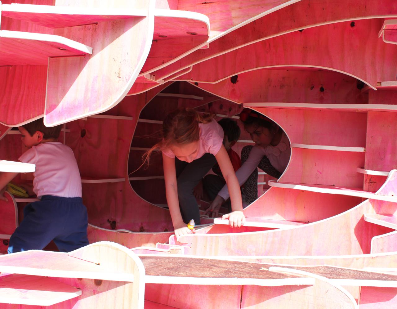 Instalação Entre Escalas / Atelier Um + D, © Bruna Hobi