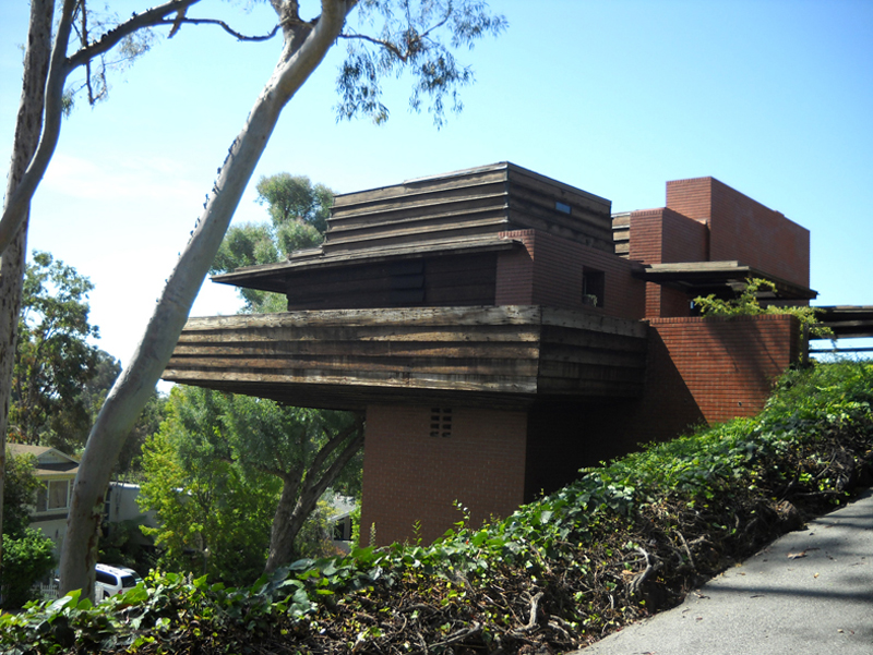 Frank Lloyd Wright: Princípio, Espaço e Forma na Arquitetura Residencial / Ana Tagliari, Usonian George Sturges, Los Angeles, CA. Foto da autora.
