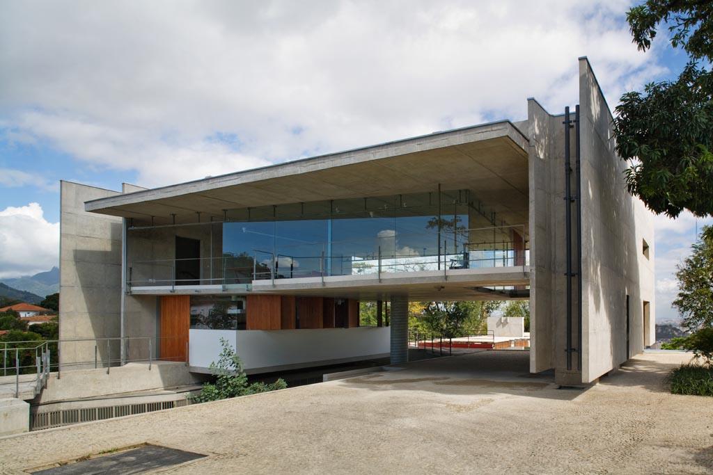 Especial Dia do Arquiteto / Arquitetura Contemporânea: Brasil Arquitetura, grupoSP, StudioMK27, MMBB, spbr, UNA Arquitetos., spbr: Casa em Santa Teresa, 2008 | © Nelson Kon