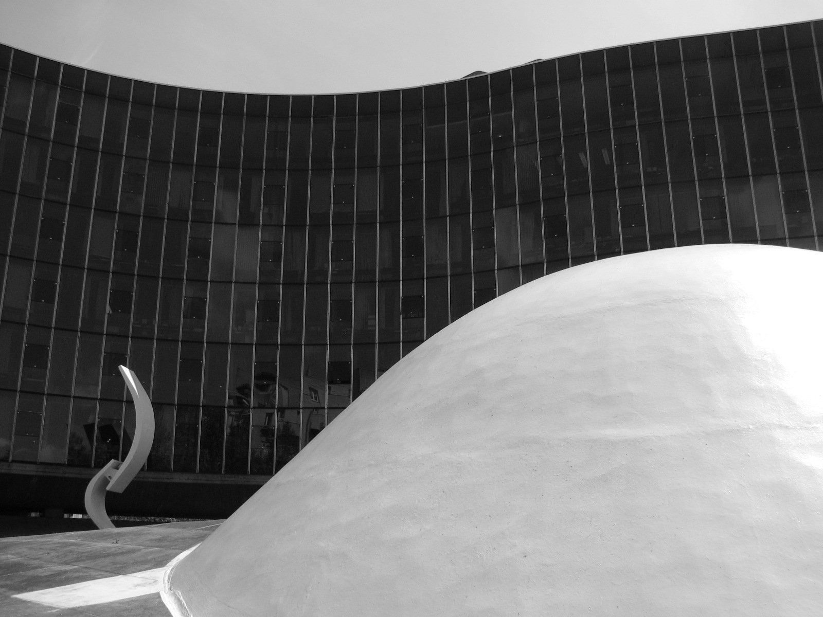 Clássicos da Arquitetura: Sede do Partido Comunista Francês / Oscar Niemeyer, © flickr Lauren Manning