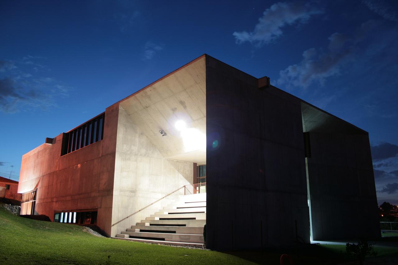 Centro Social de Brufe / Cerejeira Fontes Arquitectos, © Santo