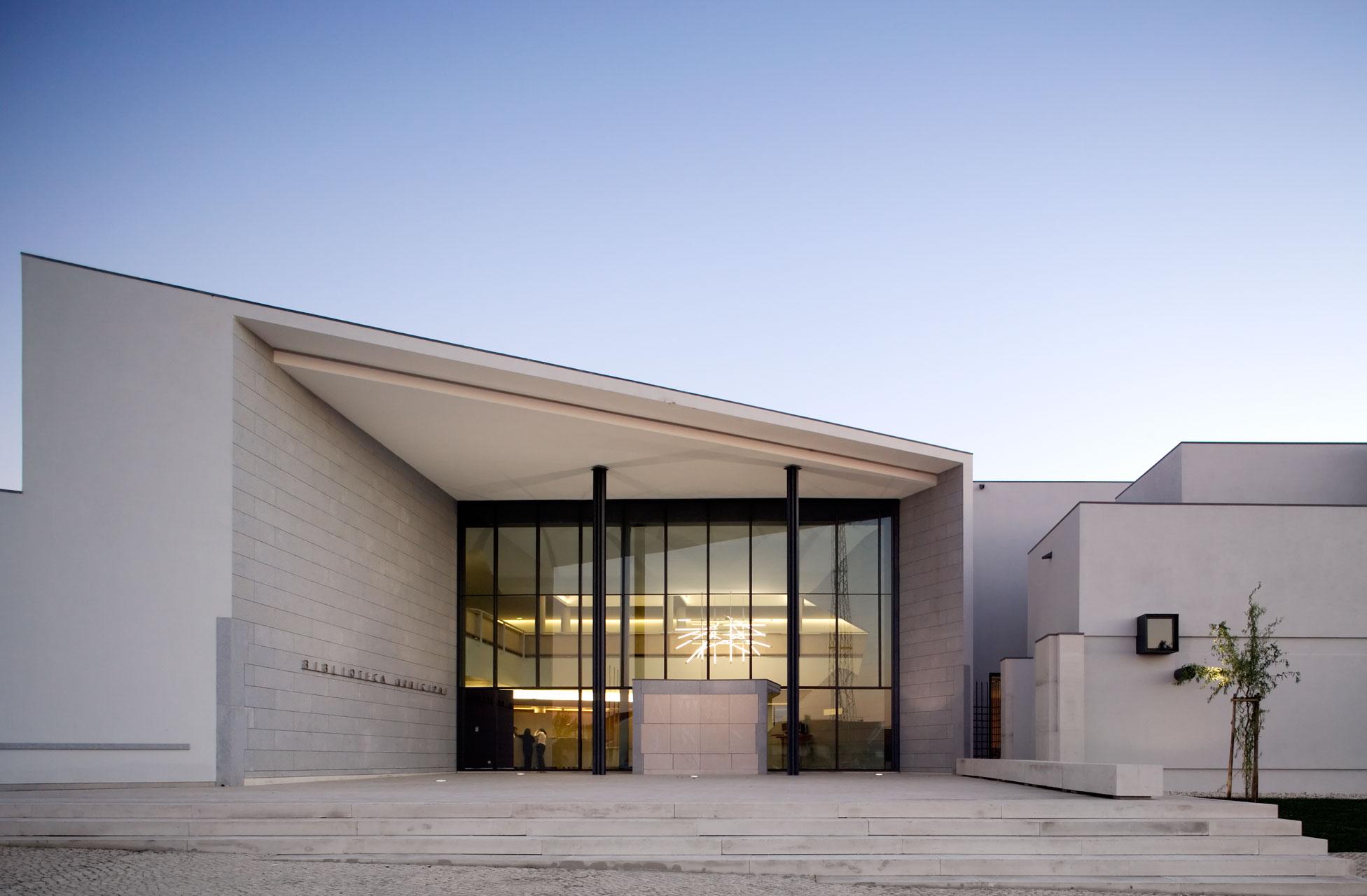 Biblioteca Municipal de Ílhavo / ARX PORTUGAL, © FG+ SG – Fernando Guerra, Sergio Guerra