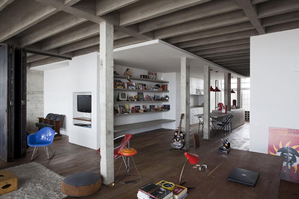 Apartamento no copan felipe hess renata pedrosa archdaily brasil - Mezzanine woonkamer ...