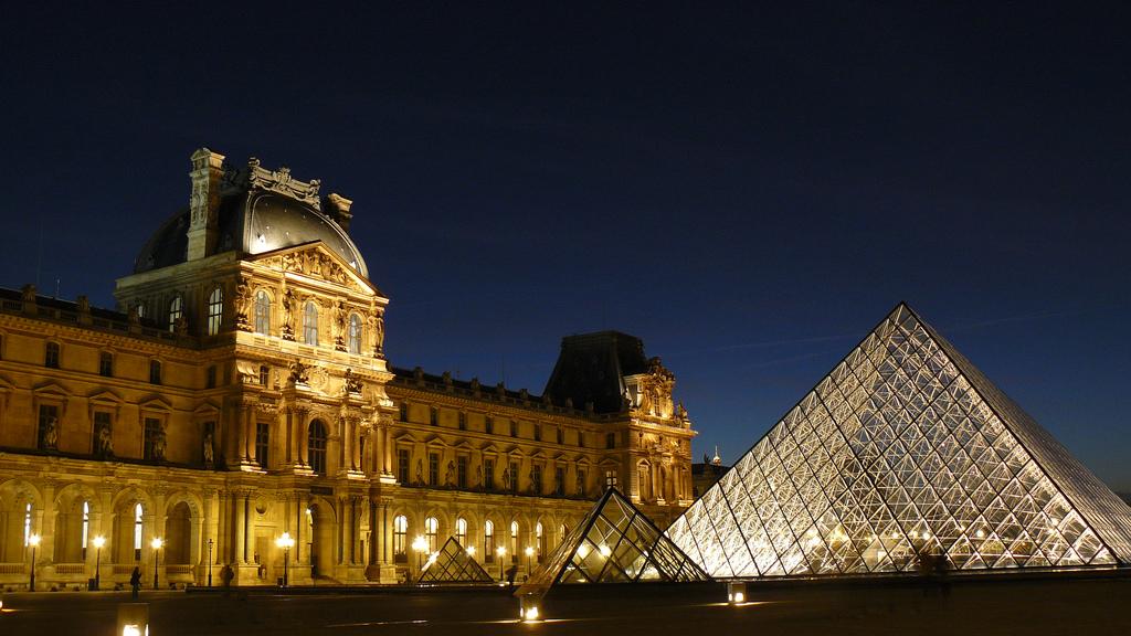 O Museu do Louvre conta com nova iluminação, Bruno Favoreto via Flickr