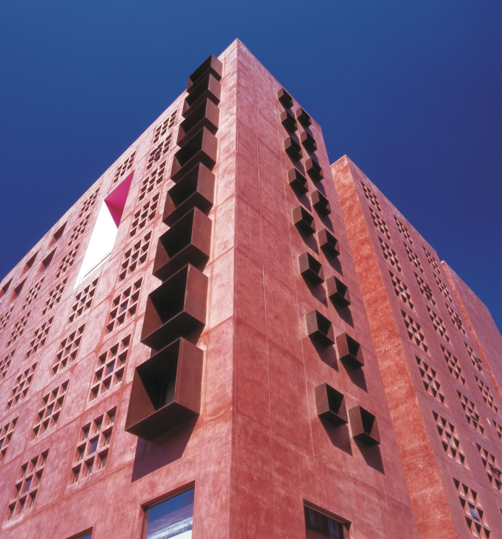 Arquitetura Vivenciada: O Sheraton Abandoibarra Hotel de Ricardo Legorreta / Elvis Vieira, © OpenBuildings