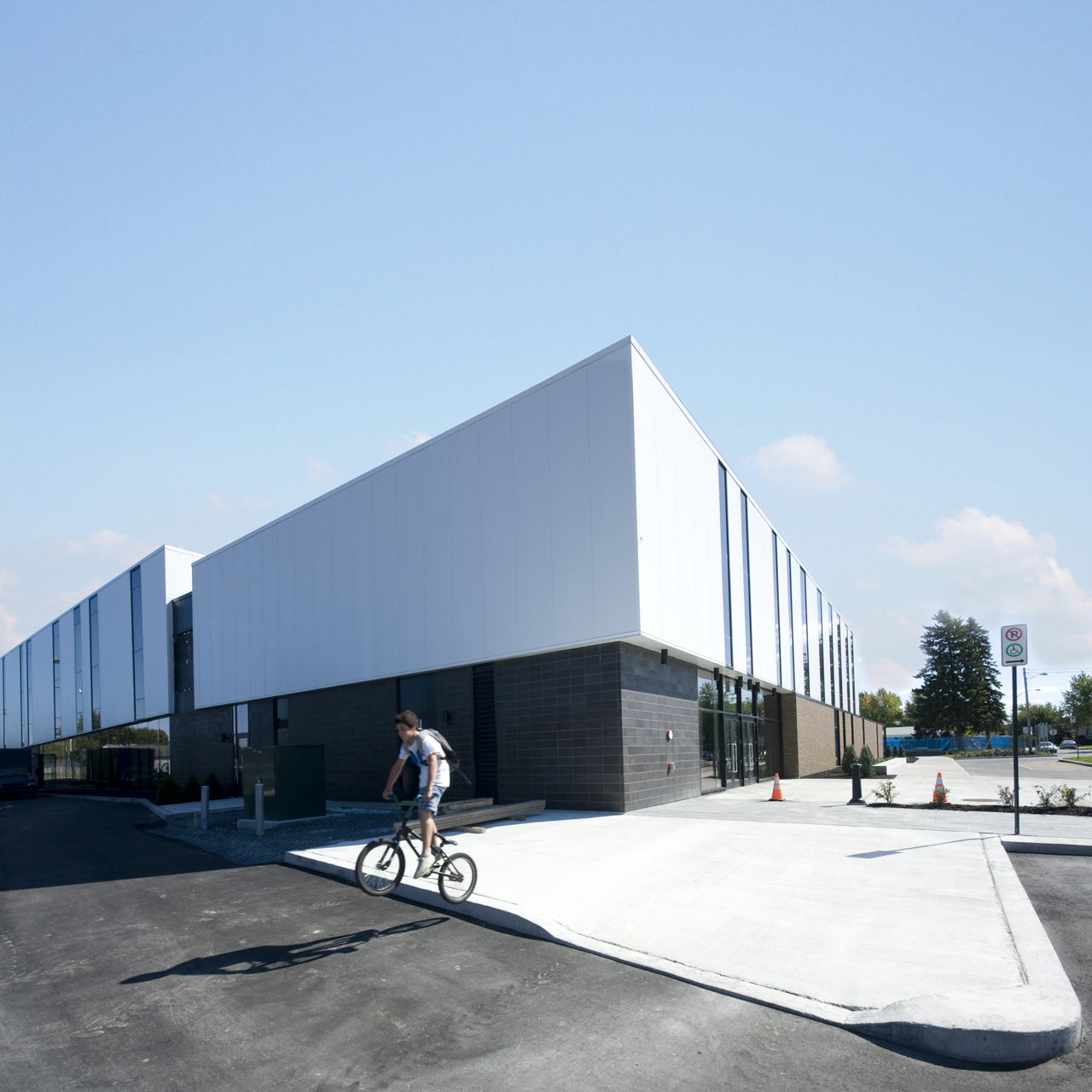 St-Hyacinthe Aquatic Centre / ACDF*, © James Britain, ACDF*