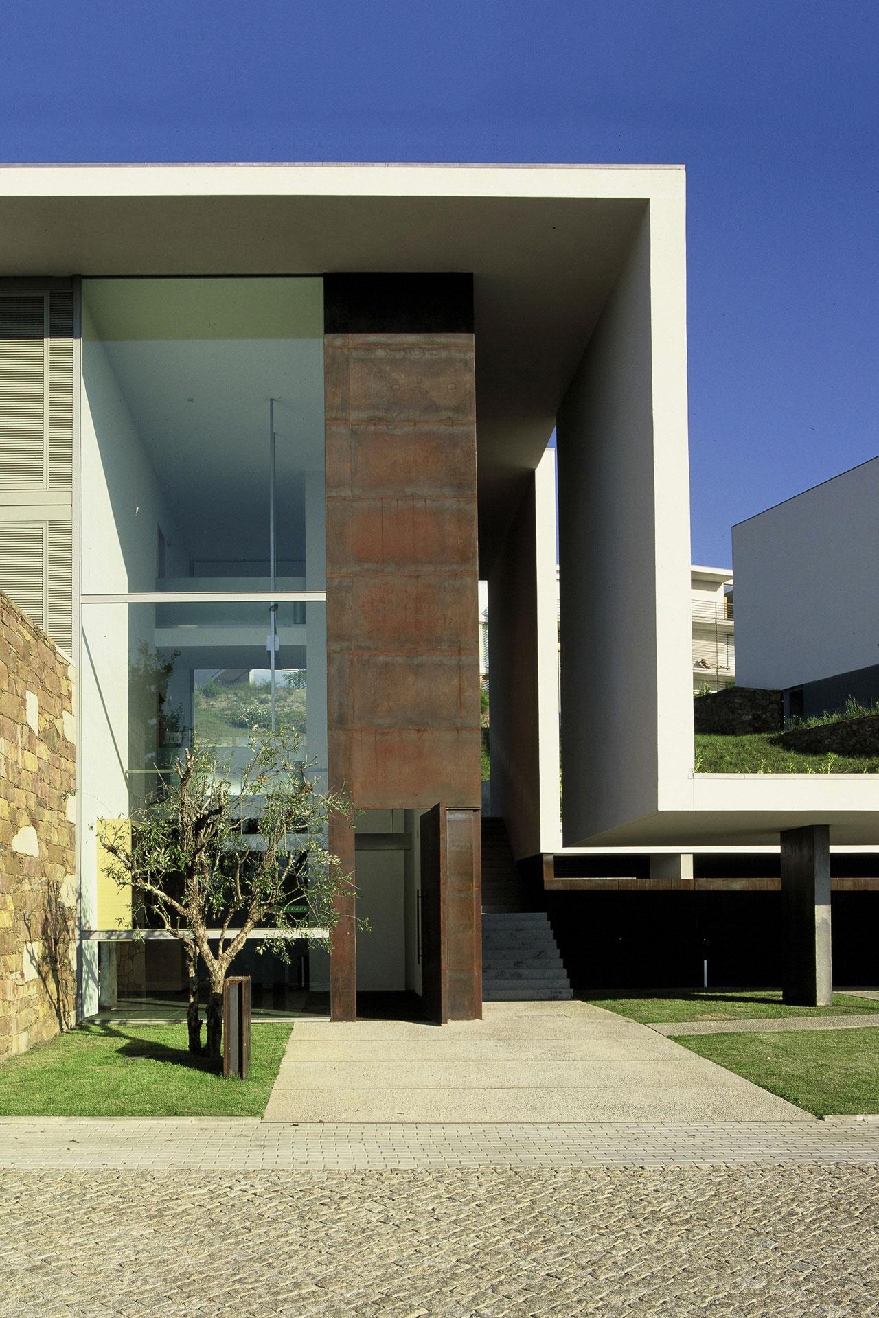 Hotel do Golfe / Topos Atelier de Arquitectura, © Xavier Antunes