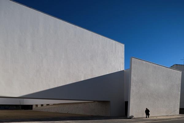 Igreja de Santo António e Centro Social de São Bartolomeu / Carrilho da Graça Arquitectos, © FG+SG – Fernando Guerra, Sergio Guerra