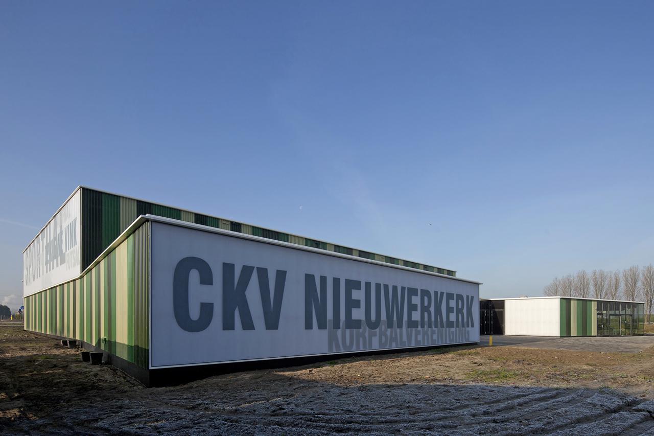 Pavilhão Esportivo Verde / MoederscheimMoonen Architects, © Luuk Kramer